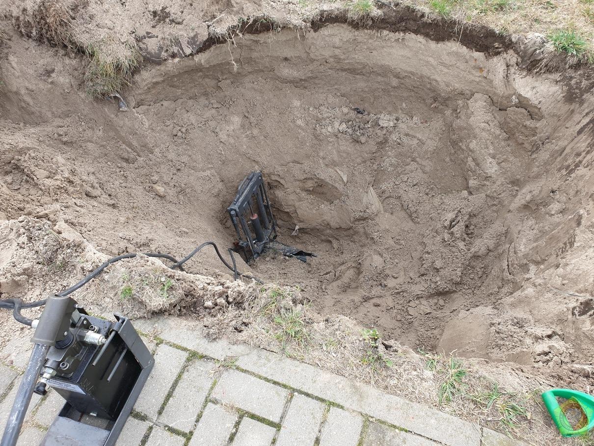 В Пинске при установке подземных мусорных баков повредили газопровод